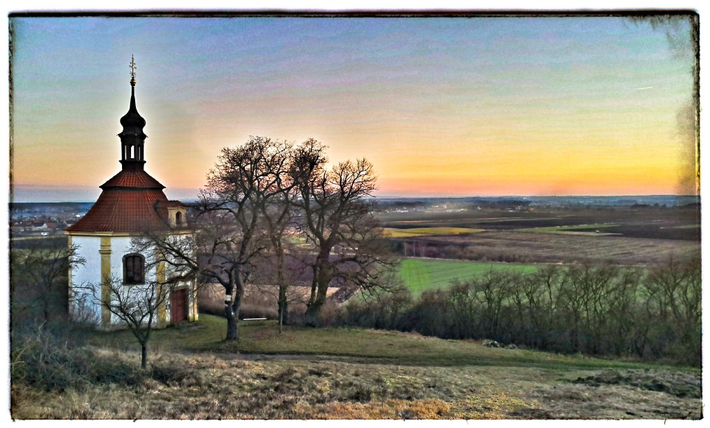 Pohled o cecemínské vinice na kostel